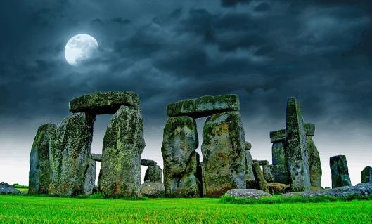 stonehenge-741485_1280.jpg